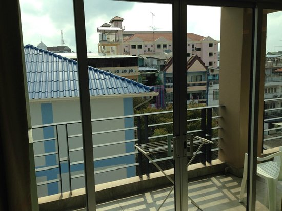 August Suites: Ugly view