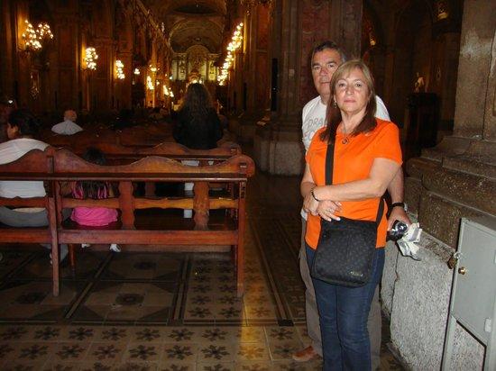 Catedral Metropolitana de Santiago: los turistas en la catedral