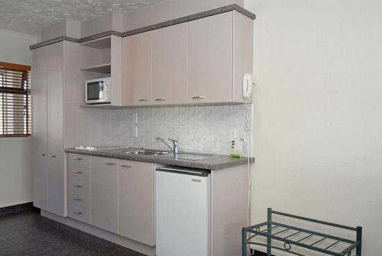 Edgewater Motor Lodge : Kitchen Spa Studio Unit