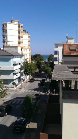 Hotel Athena: Blick vom Balkon (Zimmer 34 - 3. Stock)