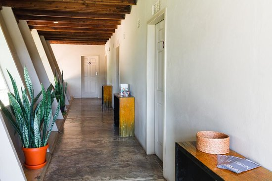 Modimolle Funky Stay: Hallway to rooms