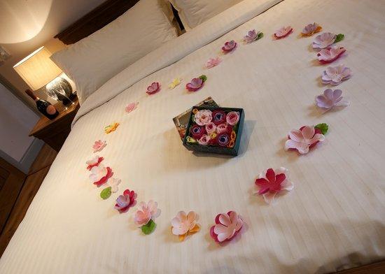 Cheviot Holiday Cottages: Romantic touches by arrangement