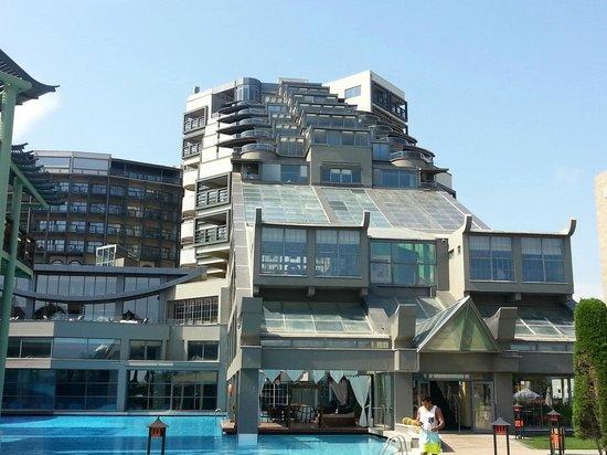 Barnpool picture of limak lara de luxe hotel resort for Hotel de luxe