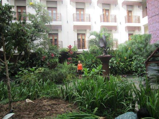 Luta Resort Toraja: zicht op de tuin