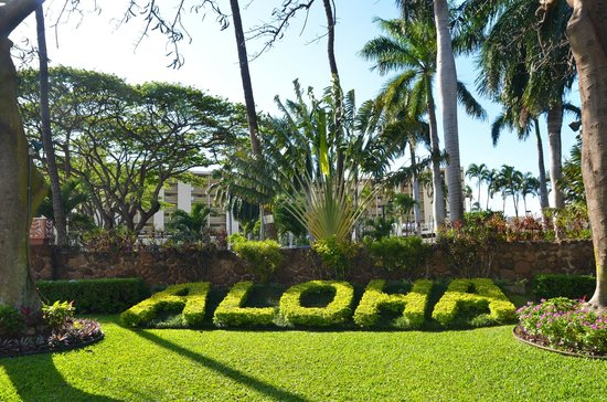 Aston Kaanapali Shores: Front of the Hotel