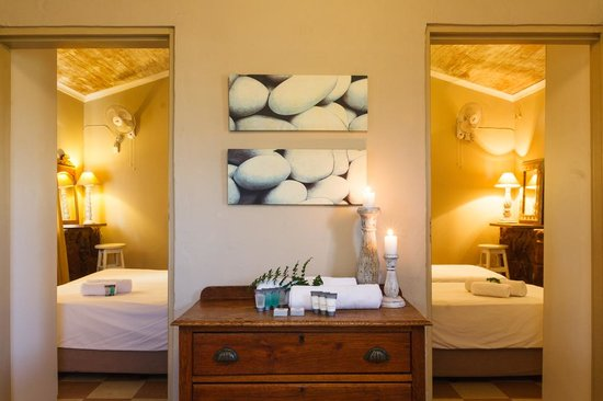 Birdsong Cottages: Kingfisher bedrooms