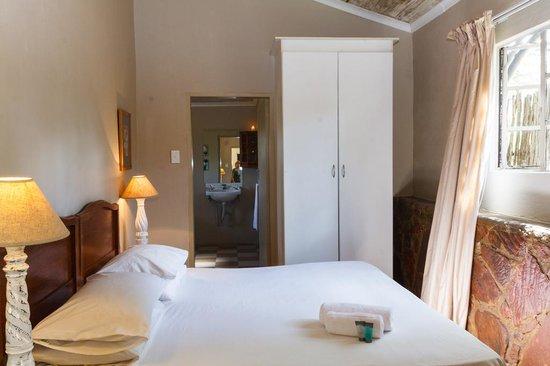 Birdsong Cottages: Kingfisher bedroom