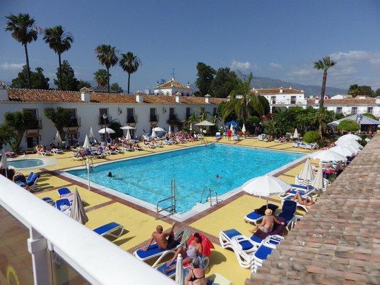 Globales Cortijo Blanco Hotel: Piscine principale avec solarium