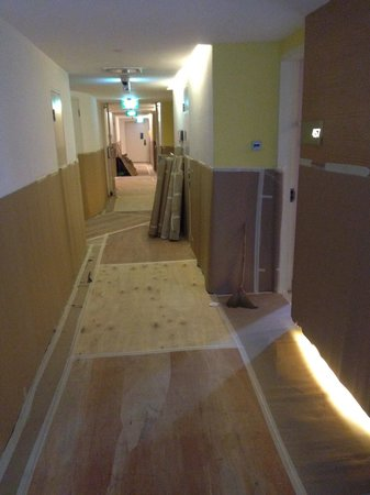 Village Hotel Changi by Far East Hospitality: Tripping hazards all around
