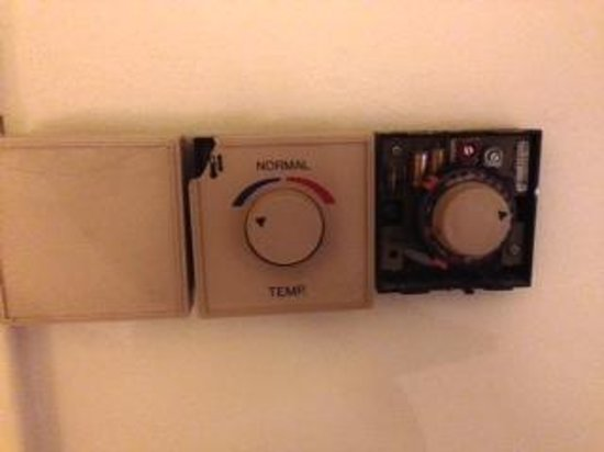 Radisson Blu Hotel Norge: Broken Heating Control with exposed electrics