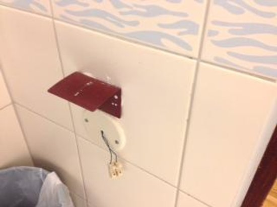 Radisson Blu Hotel Norge: More exposed electrics in the bathroom!