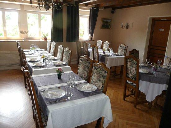 Auberge du Tuye : Belle salle à manger