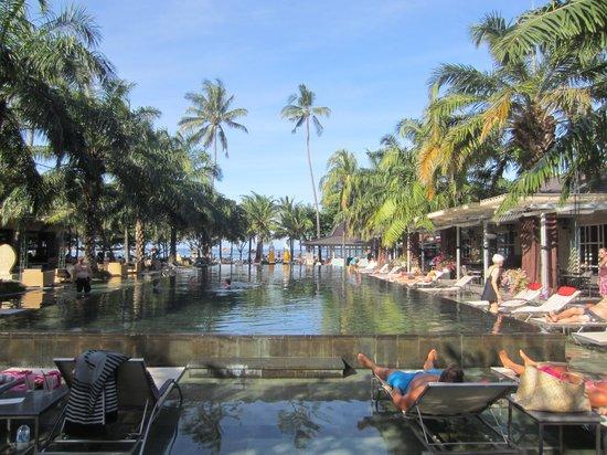 Segara Village Hotel: zicht op zwembad