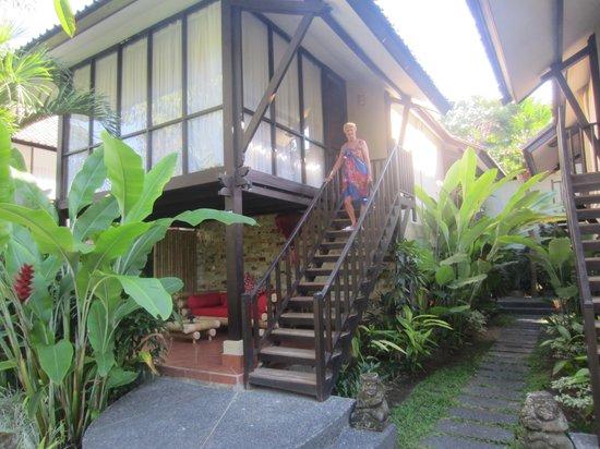 Segara Village Hotel: zicht op de kamer langs buiten
