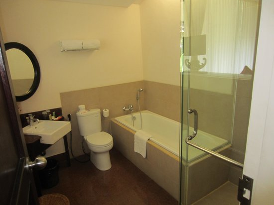 Segara Village Hotel: zicht op badkamer