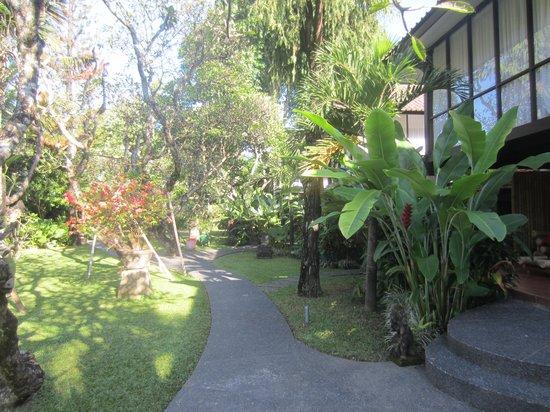Segara Village Hotel: zicht op tuin