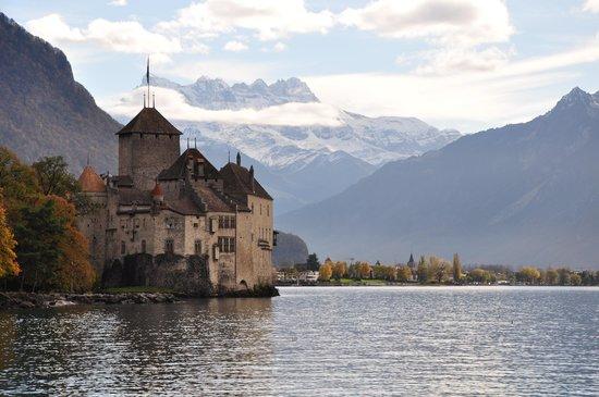 Lakeside Promenade Fleuri: Chateau de Chillon