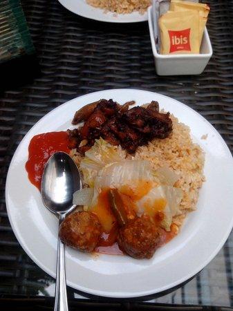 Ibis Jakarta Arcadia : Better breakfast ( western and eastern food )