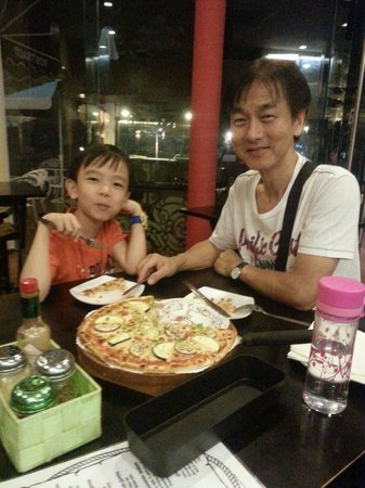 Bora Bora Margarita Bar: Pizza Lover father&Son