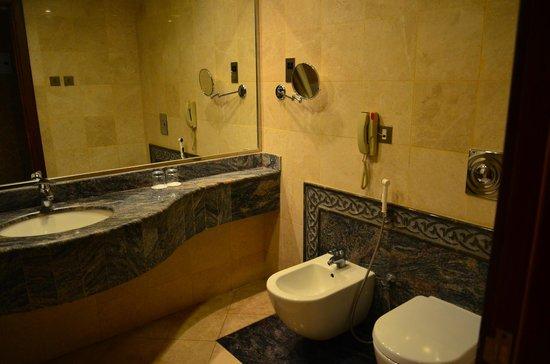 Royal Dyar Hotel: Kamar mandi
