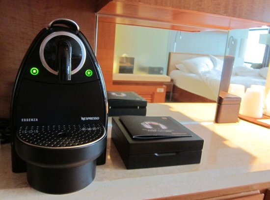 Swissotel Grand Shanghai: Nespresso machine in the room