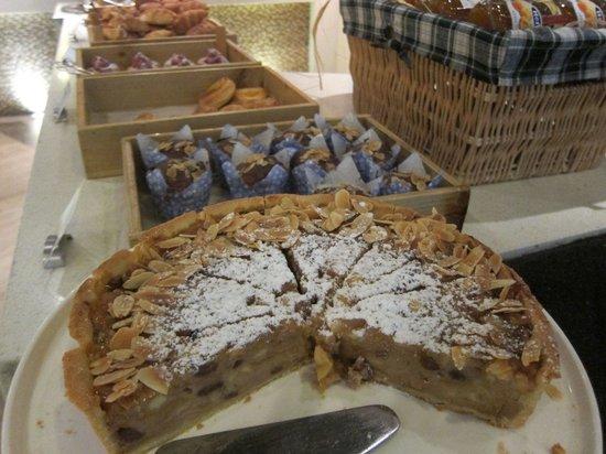 Swissotel Grand Shanghai: Apple pie at the breakfast buffet