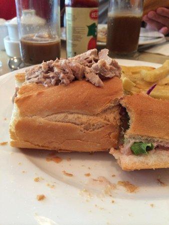 Paris Deli : Tuna Sandwich