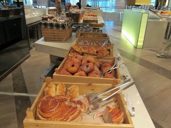 Swissotel Grand Shanghai: Pastries at the breakfast buffet
