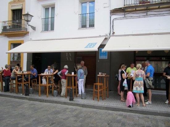 Apartamentos Espacio Eslava: The Entrance and Tapas Bar