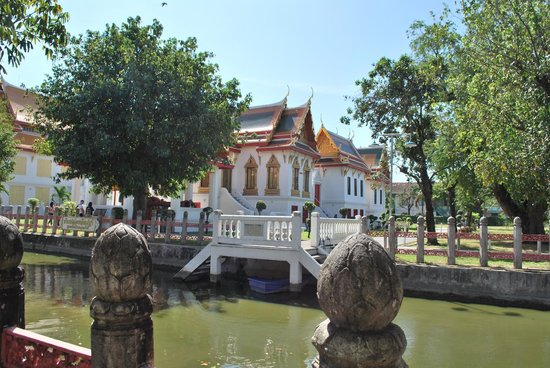 Wat Benchamabophit (The Marble Temple): scorcio