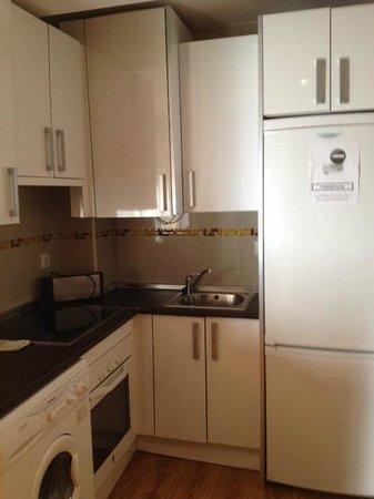 Apartamentos La Biznaga: Angolo cucina