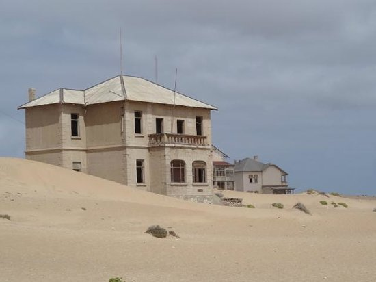 Ciudad fantasma de Kolmanskop: The desert continues to creep closer.