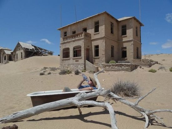 Ciudad fantasma de Kolmanskop: Sometimes you can't get a room at the inn.