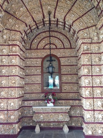 Capela dos Ossos : Totenkopfaltar