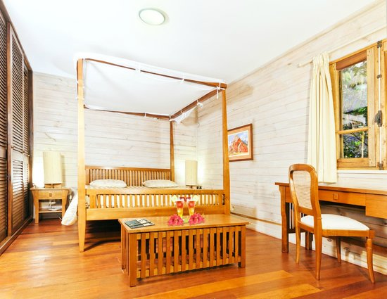 Intérieur Bungalow Luxe - Picture of Masoandro Lodge, Nosy Boraha ...