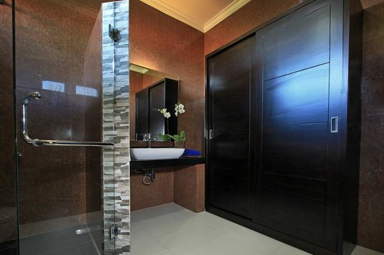 The Taman Ayu: Deluxe Wing Bathroom