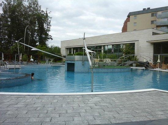 Spirit Hotel Thermal Spa: Зона открытых бассейнов
