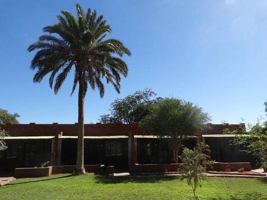 Kalahari Anib Lodge: Enjoy the pool area.