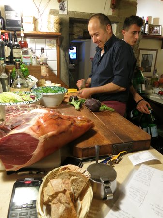 Vini e Vecchi Sapori : preparing appetizers