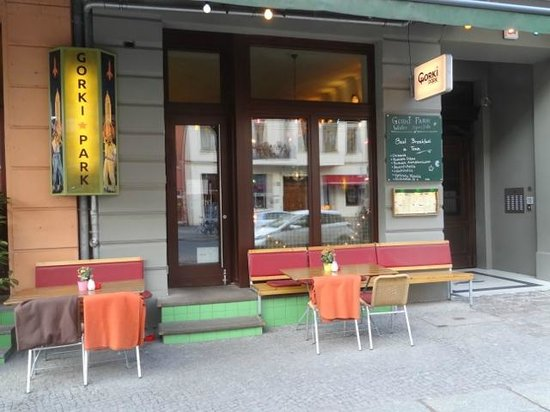 Gorki Park: The restaurant from the sidewalk.
