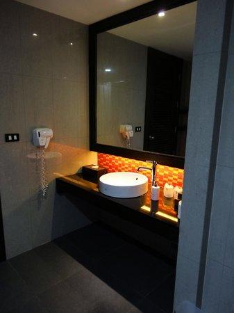 Sunee Grand Hotel : Notre salle-de-bain.