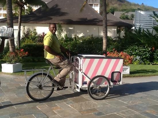 BodyHoliday Saint Lucia : nicholas with the ice cream cart