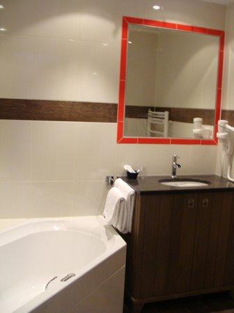 Hotel Meyer: Keurig badkamer