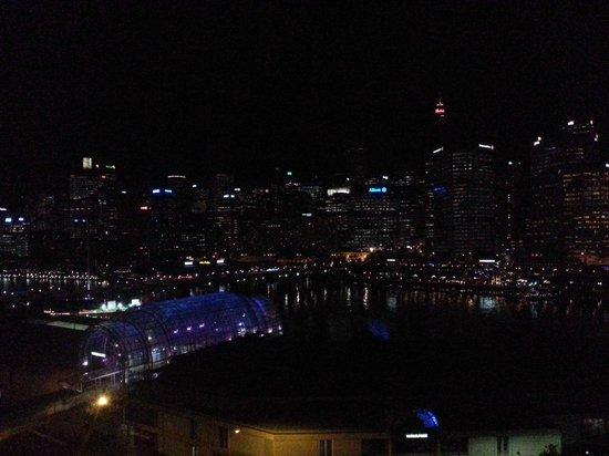 Novotel Sydney on Darling Harbour: Night scene