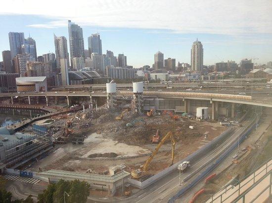 Novotel Sydney on Darling Harbour: Massive construction opposite the hotel