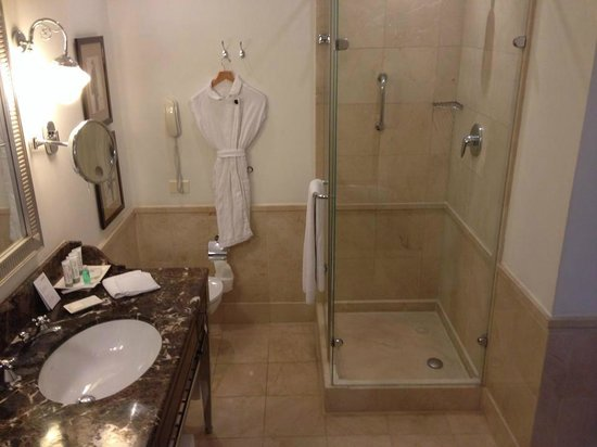 The Ritz-Carlton, Budapest: bath