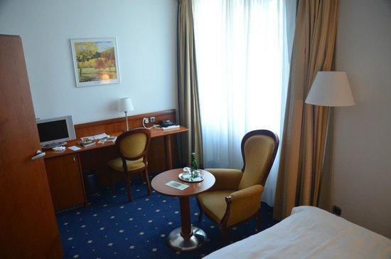Hotel Coronet : Bedroom