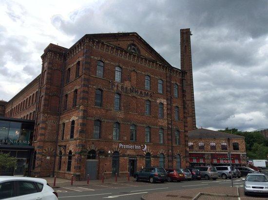 Premier Inn Kidderminster Hotel: Front of Hotel near Car Park