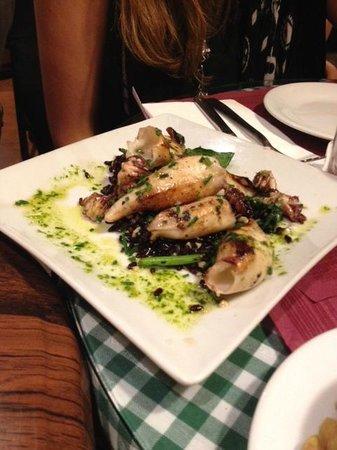 Tapeo de Cervantes: Calamari alla griglia con riso venere croccante e asparagi