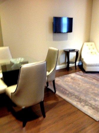 Fraser Suites Queens Gate: Dining Area